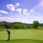 幅広い世代に人気のゴルフ。上達には何が必要?
